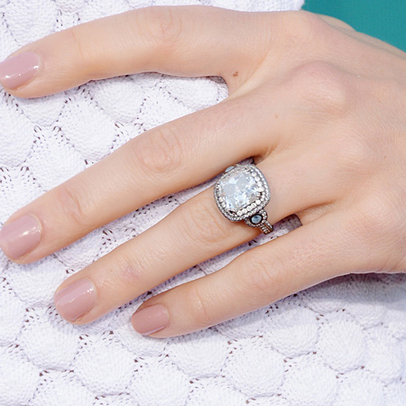 jessica-biel-engagement-ring-close-up-450